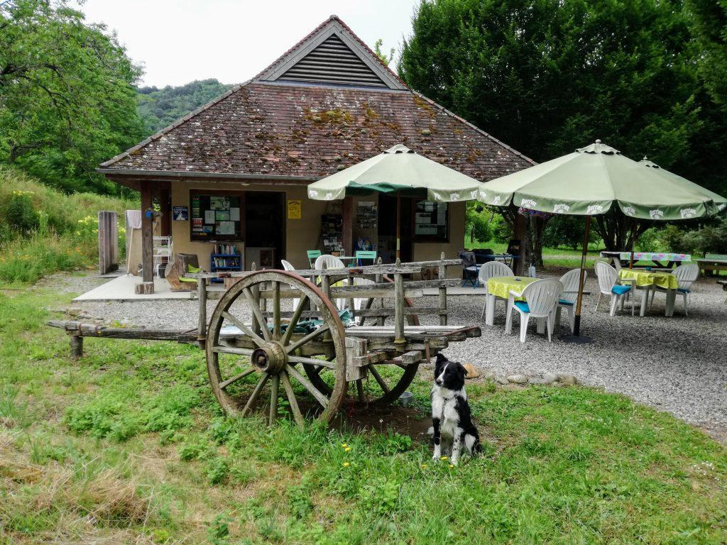 De receptie van kleine camping La Champagne aan de Dordogne