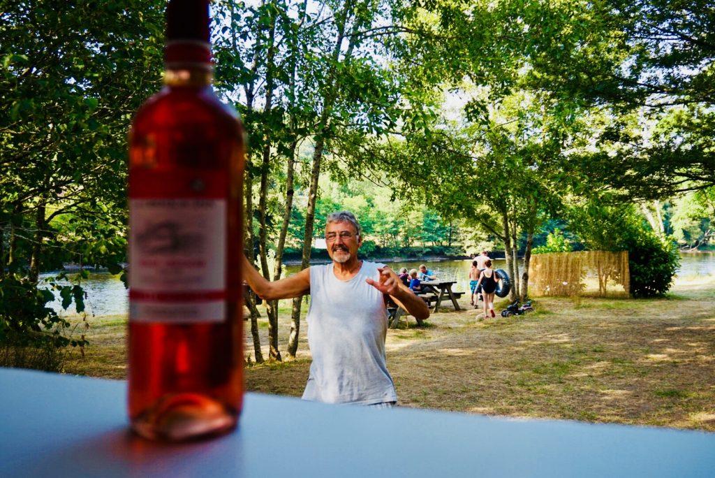 Apero op camping La Champagne Dordogne barretje