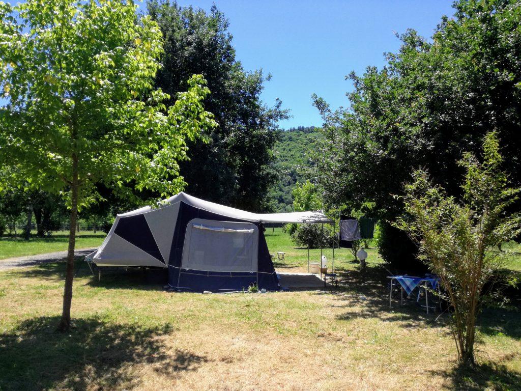ruime plek tent kleine camping aan de Dordogne