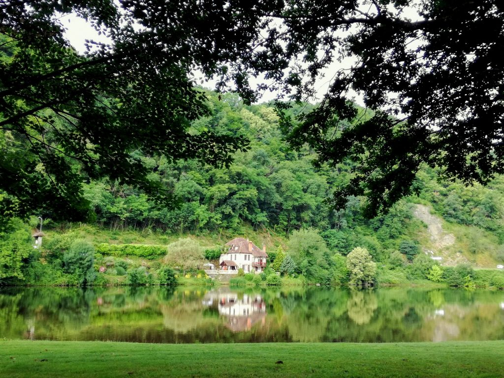 Net buiten Beaulieu sur Dordogne rivier kleine camping