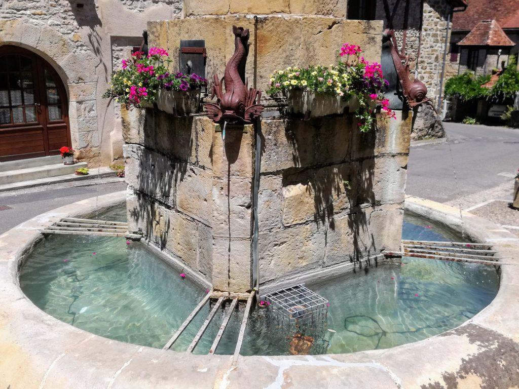 Fontein in Beaulieu sur Dordogne vakantie leuk stadje camping