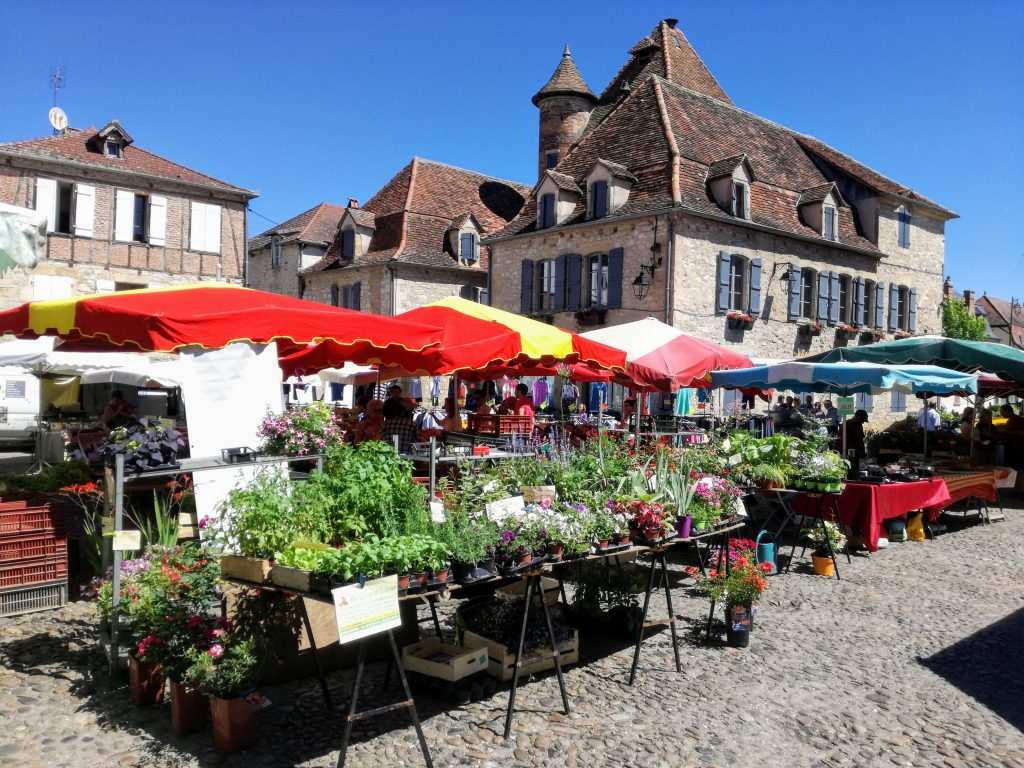 Market in Beaulieu sur Dordogne Tourism small campsite