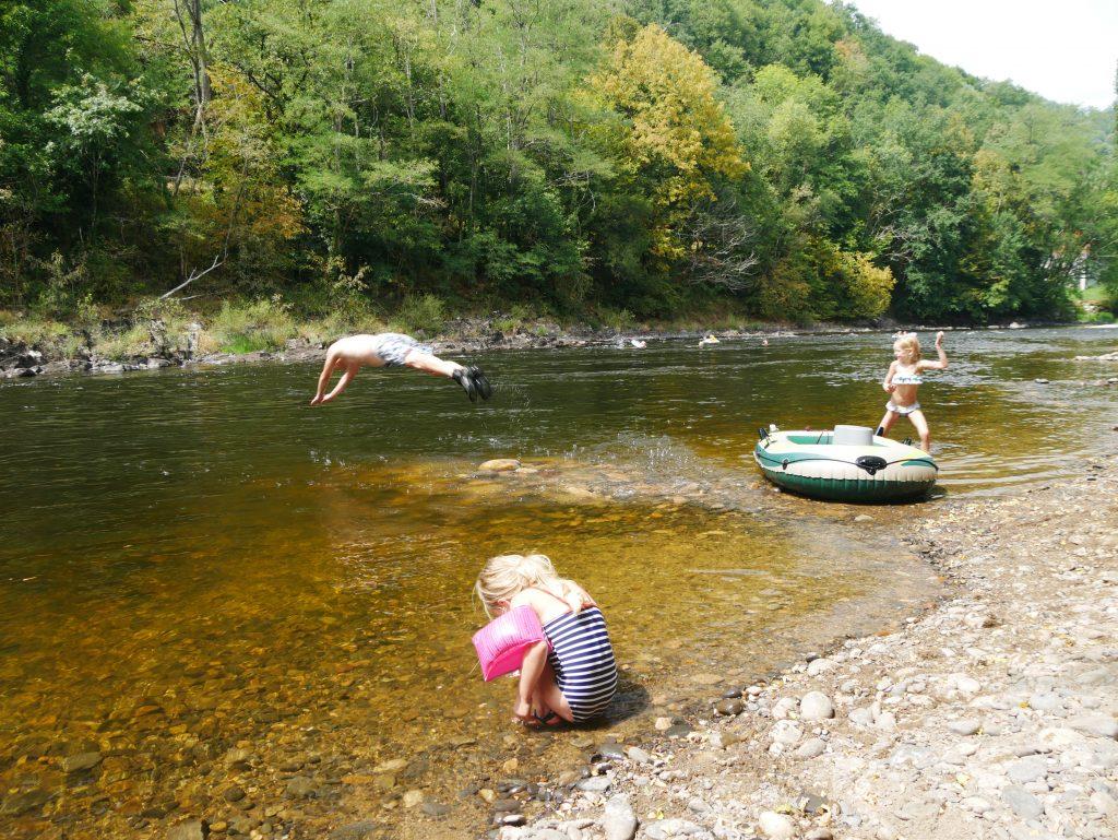Ins Wasser tauchen Spass Naturcampingplatz